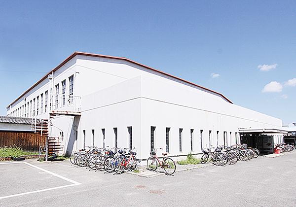 朝⽣⽥体育館(外観)